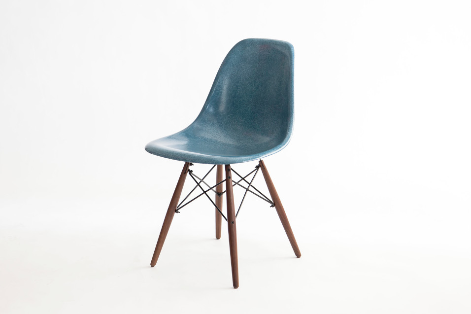 MODERNICA Fiber glass shell chair